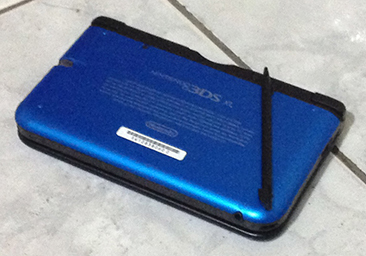 Blue Nintendo 3DS XL back view