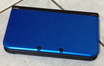Blue Nintendo 3DS XL closed view