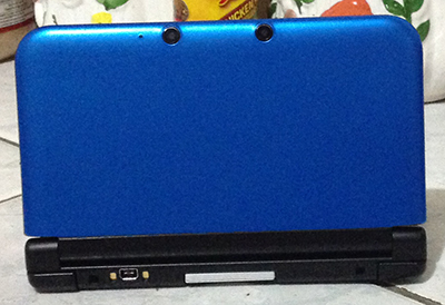 Back view of the Nintendo 3DS XL showing its cameras